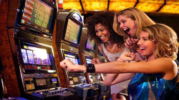 QQPEDIA Why You Should Play Slot Online   Densipaper